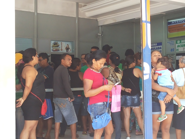 Causa e efeito: Greve dos bancários lota casas lotéricas