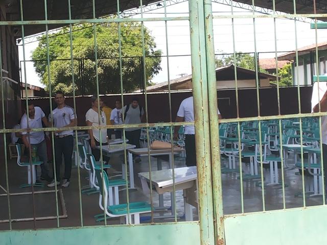 Imprevisto: Com escola sem energia, candidatos são levados para a quadra