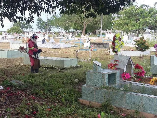 Dia de Finados: Serviços de limpeza são intensificados nos cemitérios