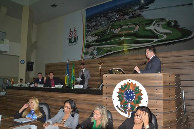 Após doação: Acácio quer apoio da bancada federal para ampliar Câmara