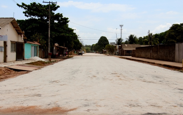 """Asfaltamento: """"Saímos da poeira e da lama"""", diz morador do Brasil Novo"""