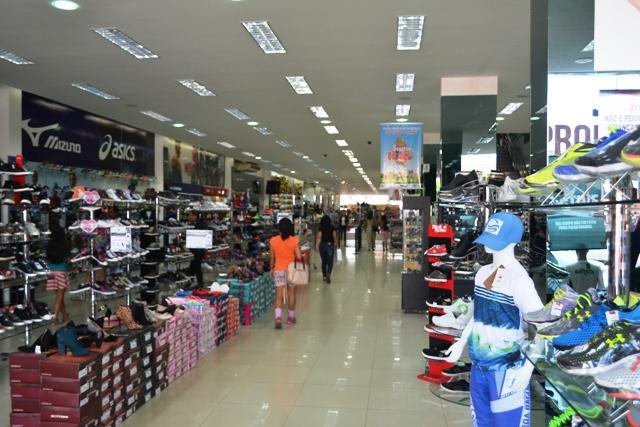 Lojistas se dividem sobre expectativa de vendas, mas abrem vagas