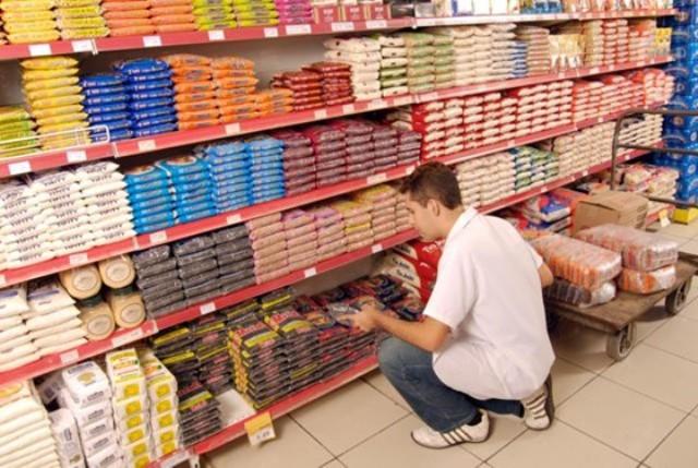 Emprego: Contrata-se repositores, caixas, auxiliares, gerente e ajudantes