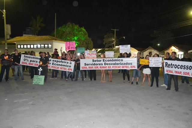 Setor econômico: No Pavilhão de Negócios, servidores em greve fazem protesto