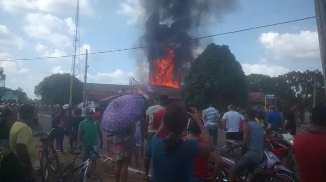 Prejuízos: Incêndio destrói parte do prédio da prefeitura de Pedra Branca