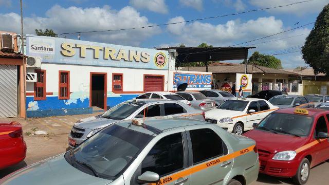 Santana: Taxistas fazem ato público contra o transporte pirata