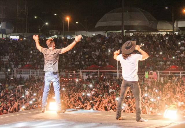 Expofeira: Munhoz e Mariano levam plateia ao delírio