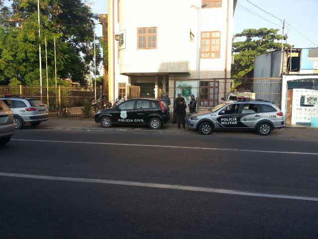 Vigilante amarrado: Bandidos roubam 2 cofres de farmácia na Zona Norte