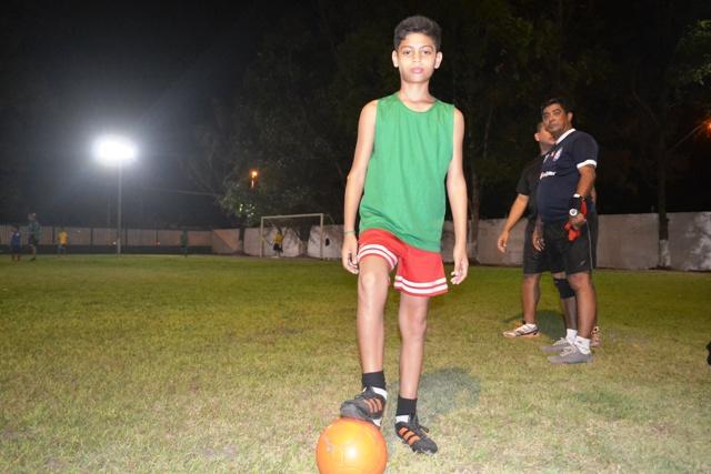 Clube dos Oficiais: Escolinha de futebol revela talentos
