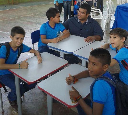 Emenda parlamentar: Escolas de Santana recebem R$ 4 milhões em mobília e equipamentos