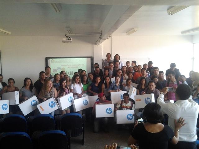 Inclusão digital: Estudantes carentes da Unifap recebem computadores