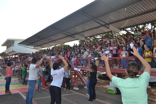 Cantata: Escolas municipais preparam coral com mais de 1 mil vozes