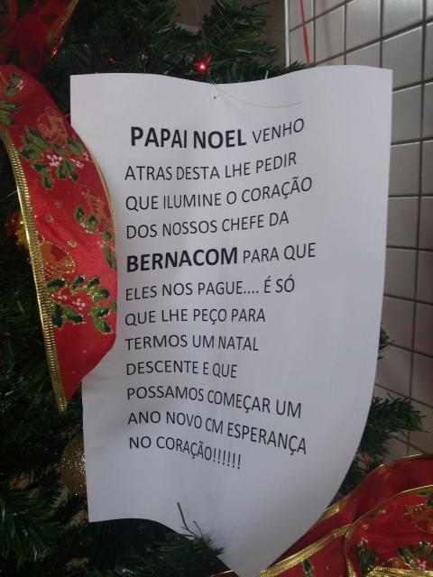 Salários atrasados: Sem esperança, trabalhadores apelam para o Papai Noel