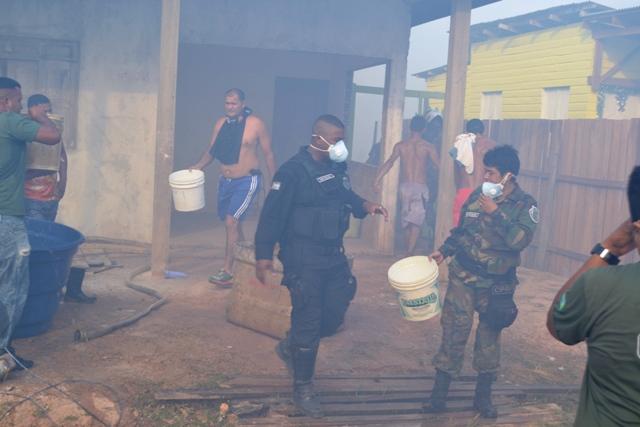 Com ajuda de moradores: Corpo de Bombeiros controla incêndio no Pantanal