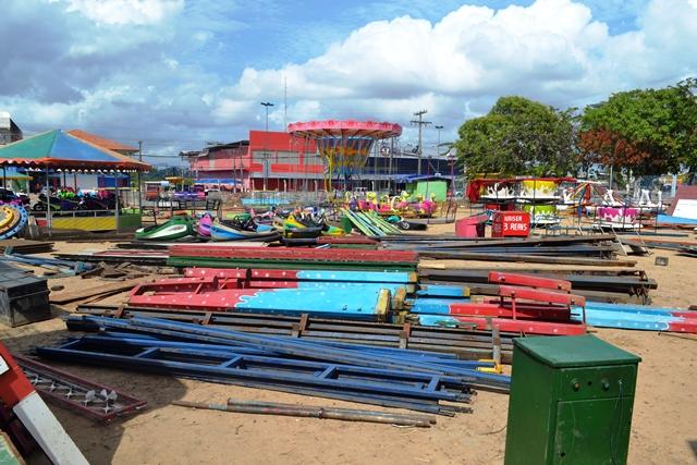 Reprovado pelo CBM: Parque retirado da Beira Rio é montado na Zona Norte