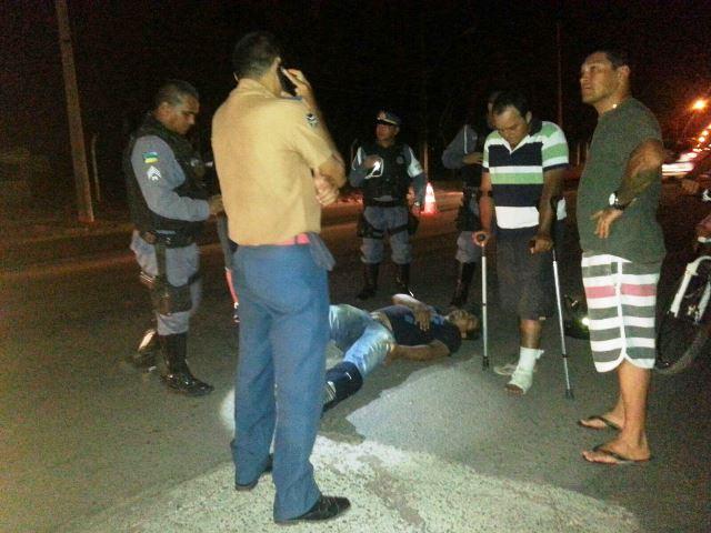 Duca Serra: Sem ambulâncias, motociclista ferido é socorrido em carro particular