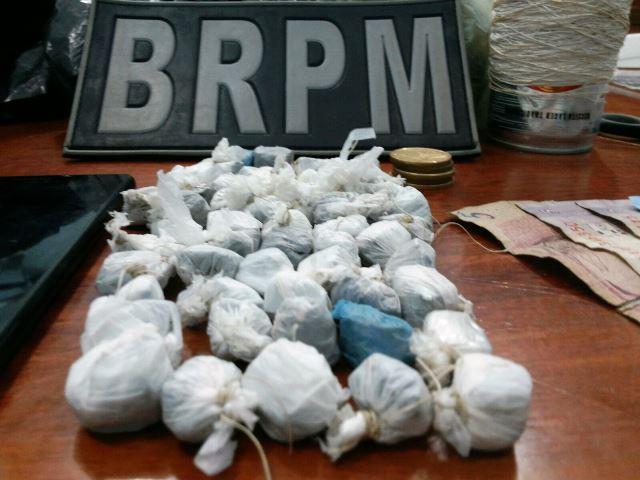 Na Zona Sul: Ex-detento vendia drogas em praça