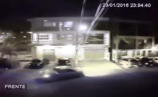 VÍDEO mostra picape atingindo 3 carros; motorista foi preso