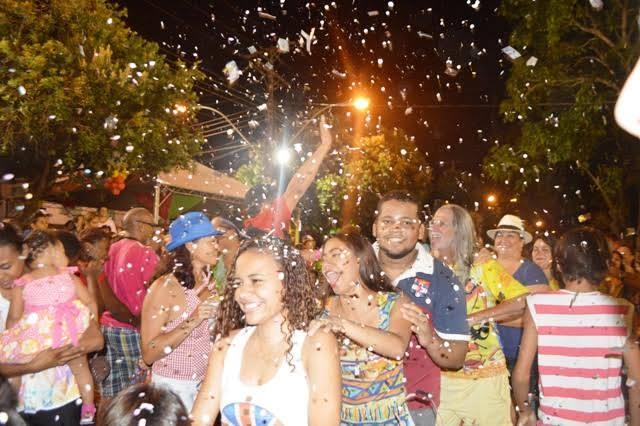 Batalha de confetes no Largo dos Inocentes abre o Carnaval no Amapá