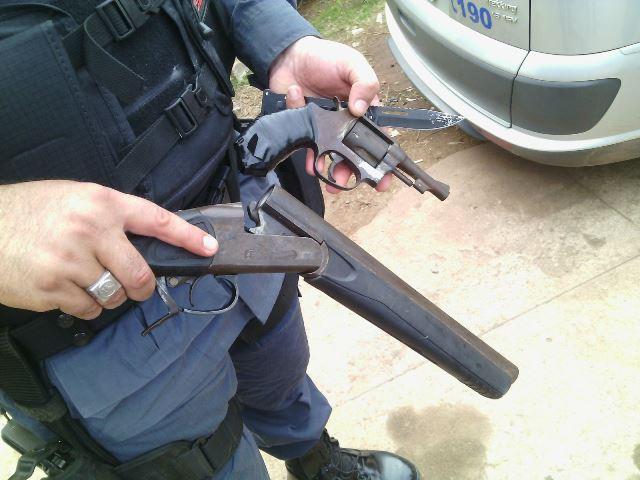 Criminosos tinham arma de fabricação russa