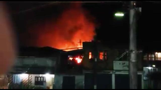 Incêndio destrói casa na noite do réveillon