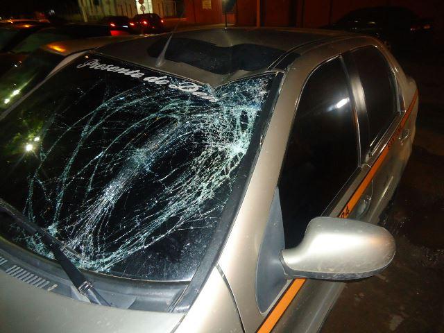 Assaltantes em fuga atropelam professor; estado da vítima é grave