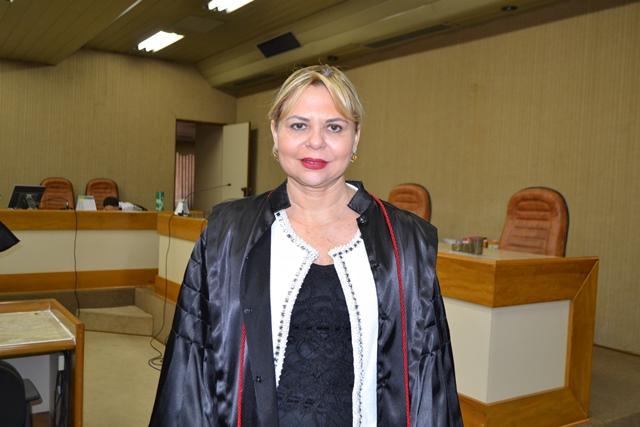 Ex-procuradora geral recebe convites de dois partidos