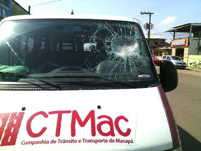 Viatura da CTMac é depredada em tumulto