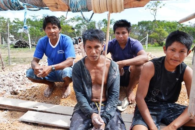 Índios erguem maloca e barracos na Norte/Sul
