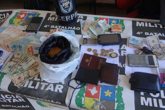 Colombianos acusados de vender ouro falso são presos em Santana
