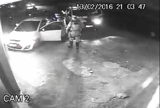 VÍDEO: Depois de perseguição, motorista é espancado por PMs