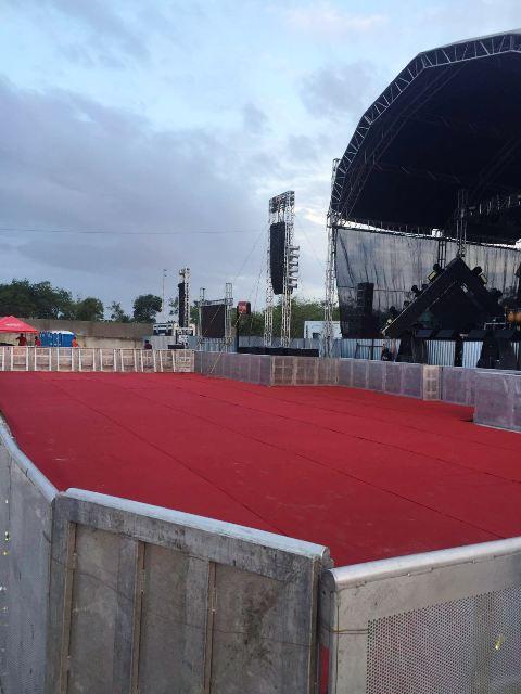 Empresa divulga fotos do local antes do show (e da chuva)