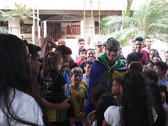 Venilton Teixeira é recebido como herói