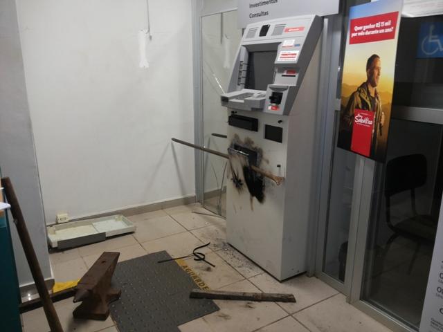 Bandidos roubam cofre de caixa eletrônico da Caesa
