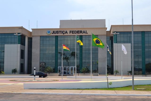 Justiça mantém prisão de ex-deputados, mas transfere processos para outro juiz