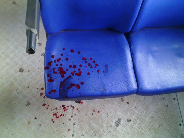 Casal agride e assalta passageiros em ônibus