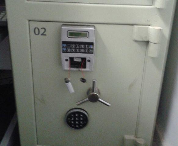 Criminosos são presos dentro do banco