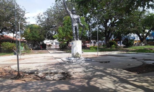 Com 70% das obras concluídas, Praça Veiga Cabral será entregue em maio