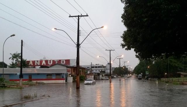Meteorologia emite alerta para chuvas intensas