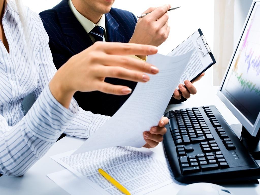 Contrata-se assistente administrativo, empregado doméstico e outros profissionais