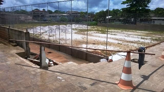 Prefeitura interdita obra da praça de Oiapoque