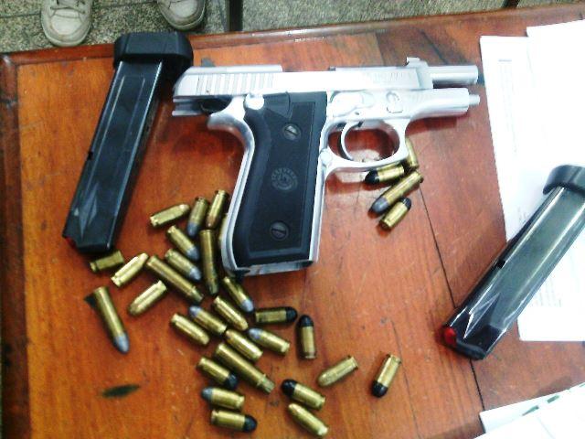 Guarda Civil exibe pistola em bar e acaba preso