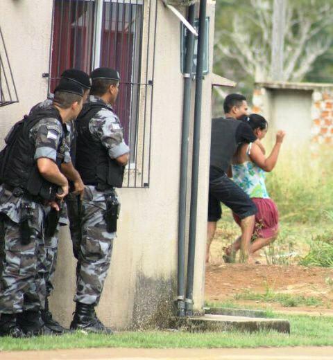 Foragido faz reféns no Macapaba