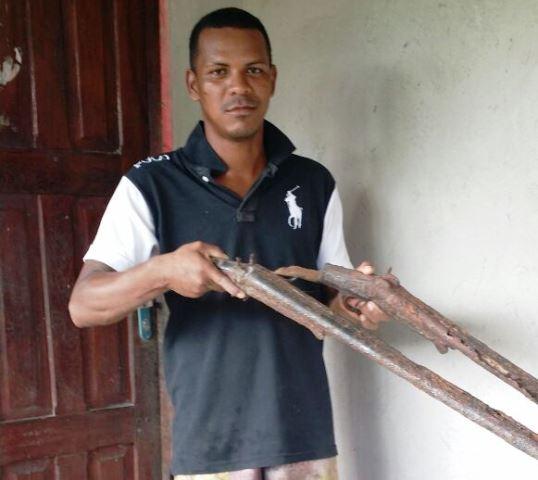 De peixes 'gigantes' a moedas e armas antigas, pescador encontra raridades