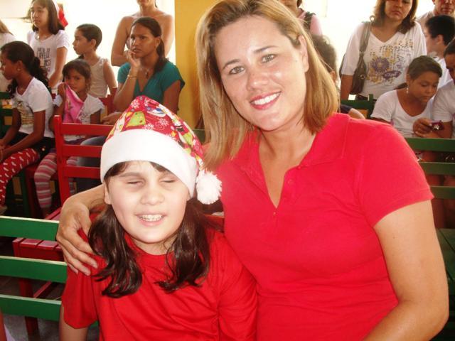 Jornalista lança campanha para pagar cirurgia da filha