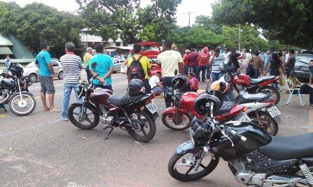 Vigilantes bloqueiam Avenida Fab em greve contra salários atrasados