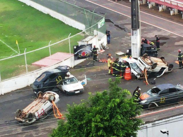 Bombeiros treinam resgate de vítimas no trânsito