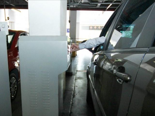 Câmara pode derrubar veto ao projeto que isenta motoristas de pagar estacionamento