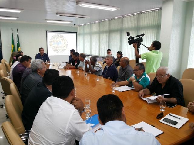 Encontro discutiu a transferência de terras para os municípios