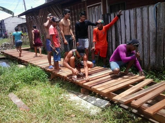 Moradores fazem mutirāo para reformar pontes